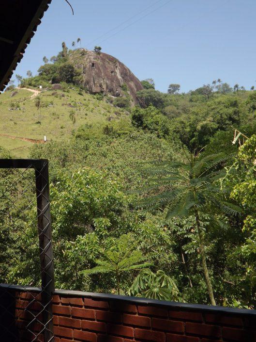 Vista de um dos quartos do hotel fazenda parque dos sonhos para a pedra grande