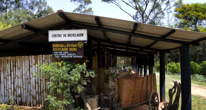 Imagem externa do centro de reciclagem do hotel fazenda campo do sonhos